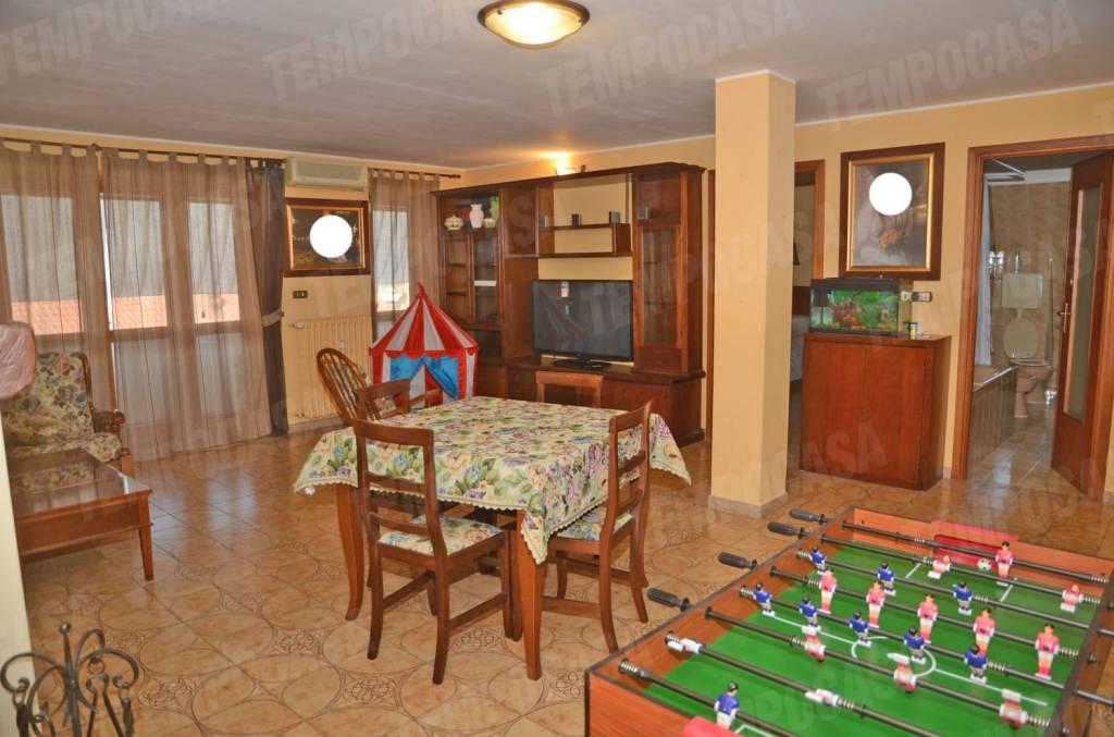 Appartamento in buone condizioni in affitto Rif. 7908897