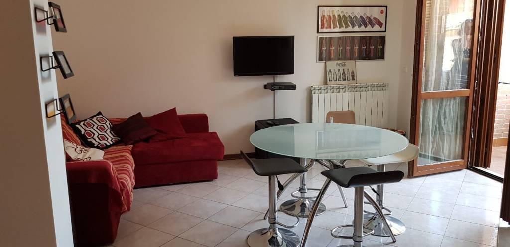 Appartamento in ottime condizioni arredato in affitto Rif. 8089604