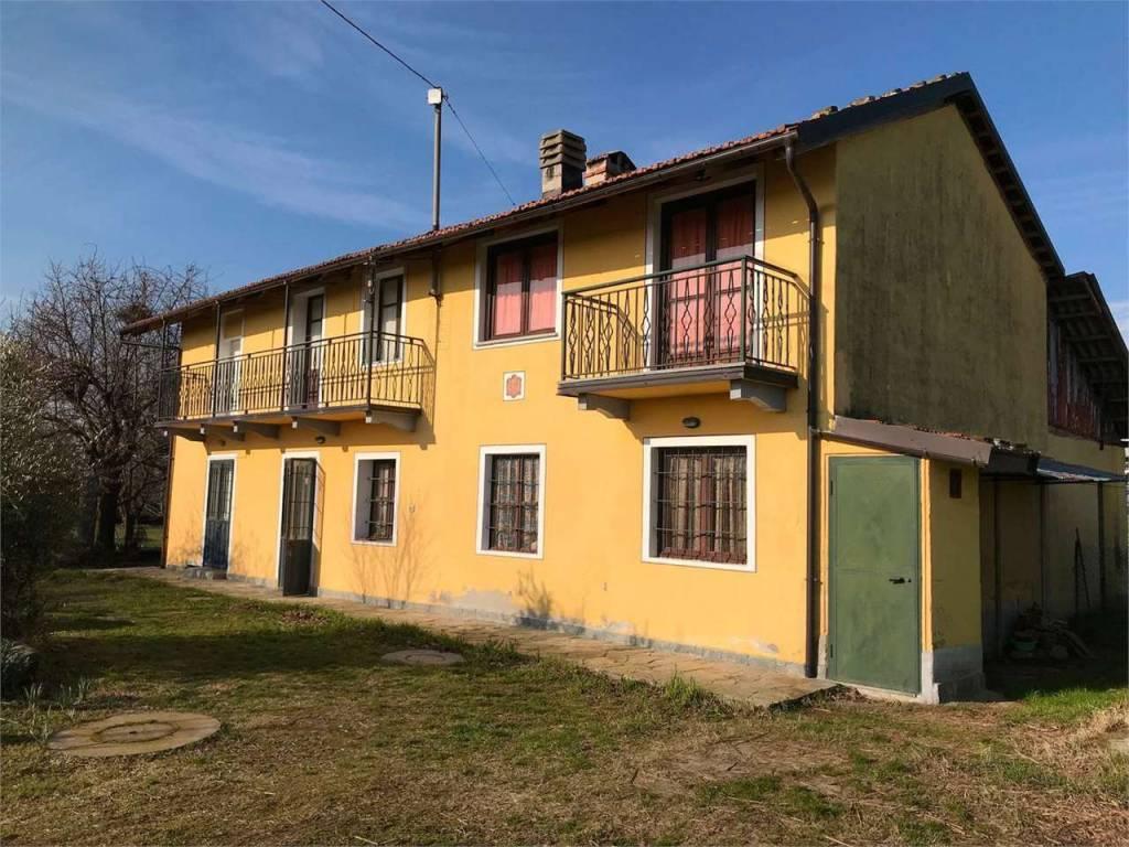 Rustico / Casale in buone condizioni in vendita Rif. 7889499