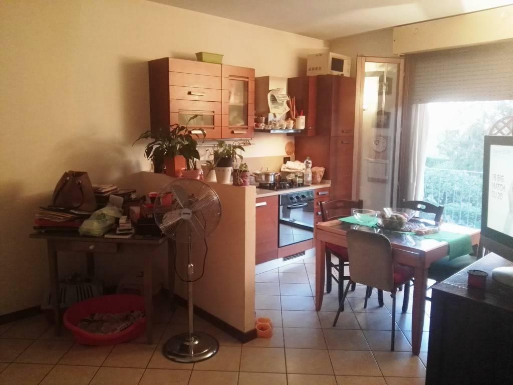 Appartamento parzialmente arredato in affitto Rif. 7875528