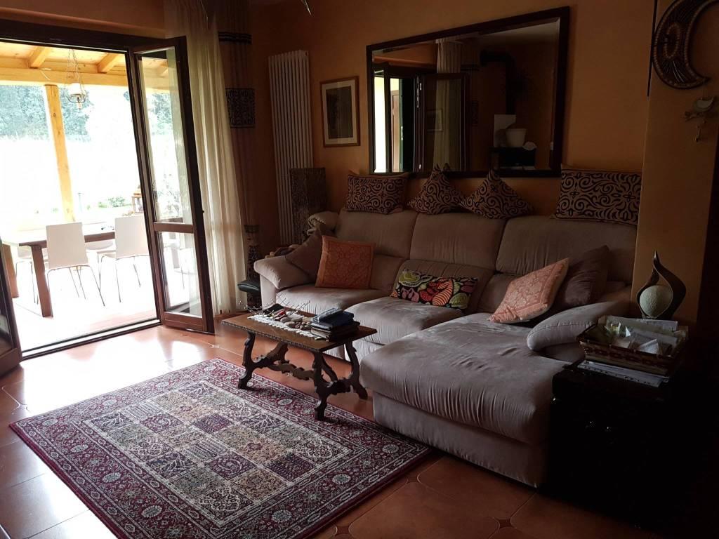 Villa in vendita a Monterosi, 5 locali, prezzo € 320.000   CambioCasa.it