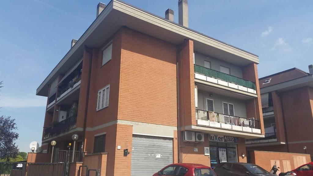 Appartamento in buone condizioni in vendita Rif. 7871853
