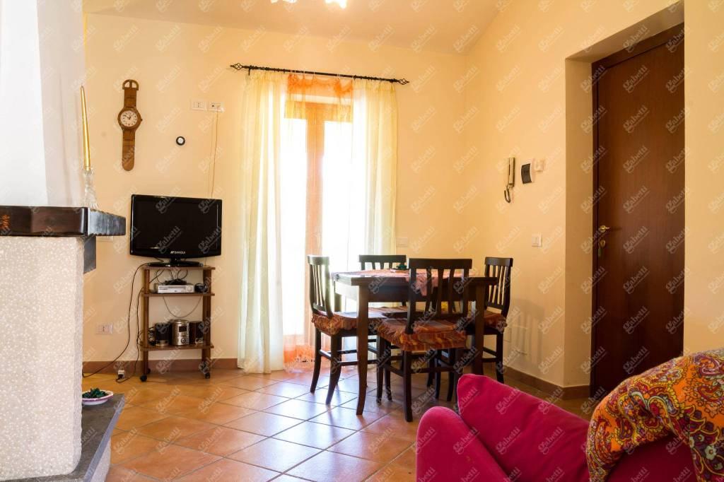 Appartamento in ottime condizioni arredato in vendita Rif. 8776427