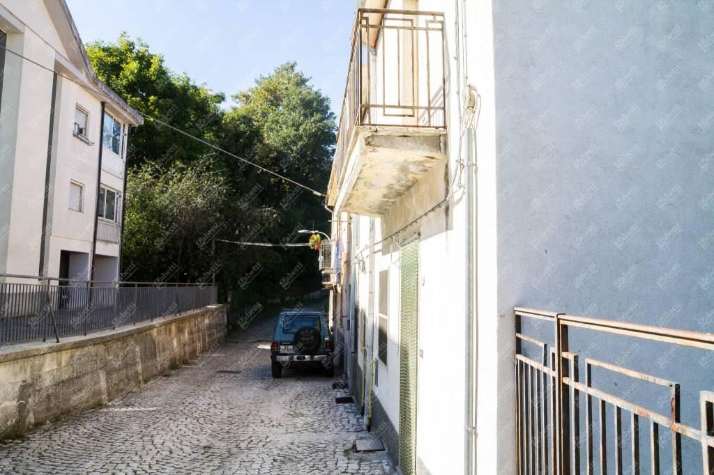 Appartamento da ristrutturare in vendita Rif. 8776421