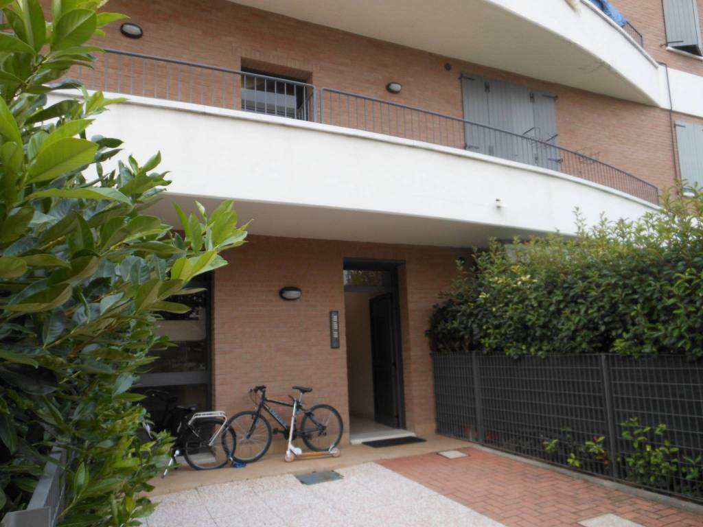 Appartamento parzialmente arredato in affitto Rif. 7871342