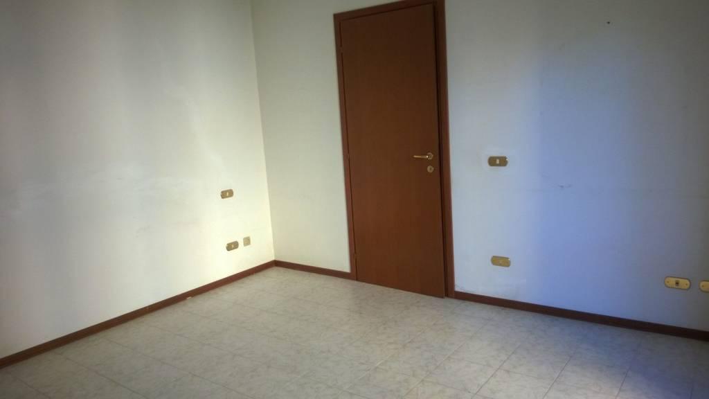 Appartamento parzialmente arredato in vendita Rif. 7871926