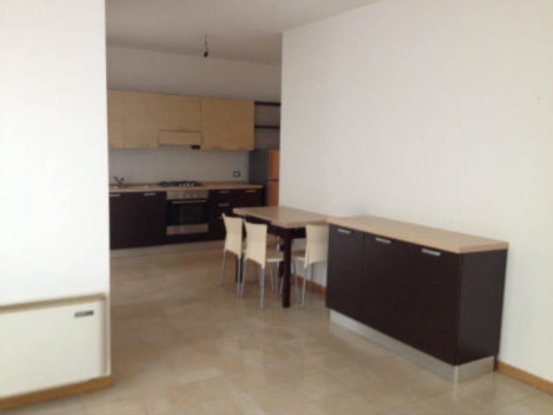 Appartamento in ottime condizioni parzialmente arredato in affitto Rif. 9225597