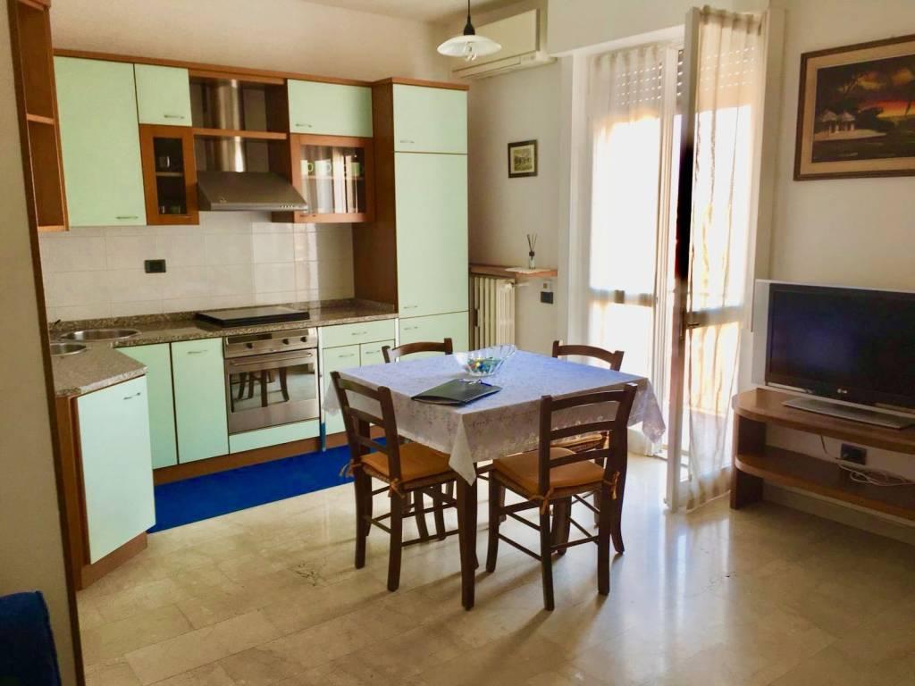 Appartamento in buone condizioni arredato in affitto Rif. 7872922