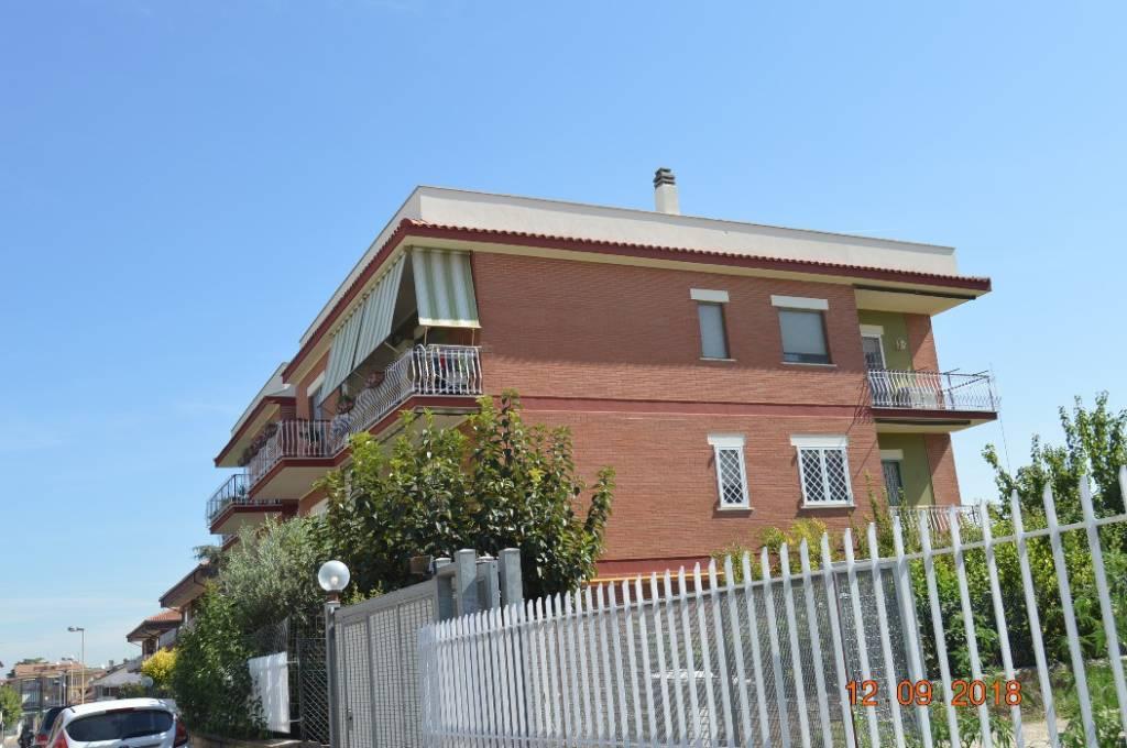 Appartamento in ottime condizioni in vendita Rif. 7872610