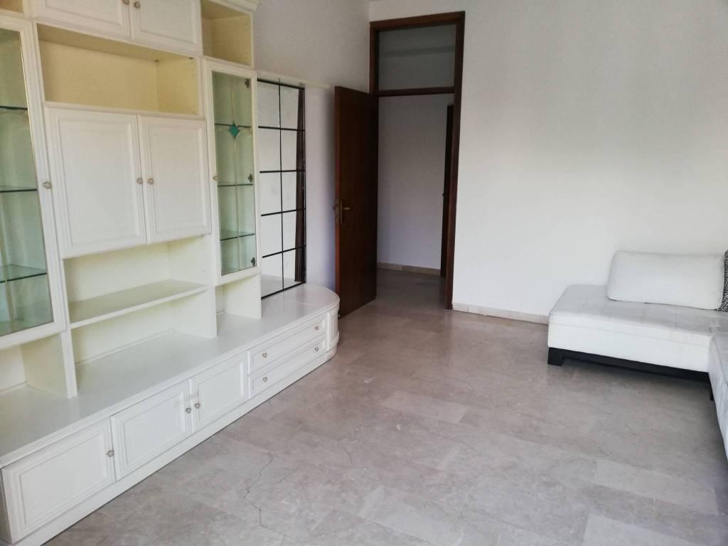Appartamento in buone condizioni parzialmente arredato in affitto Rif. 7364856