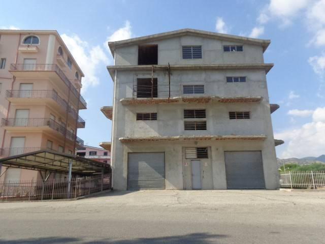 Immobile Commerciale in vendita a Gioiosa Ionica, 6 locali, Trattative riservate   CambioCasa.it