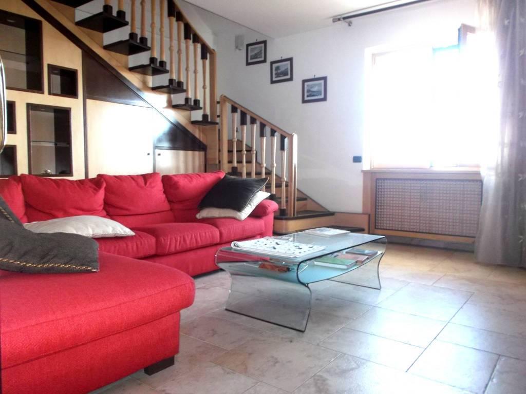 Appartamento in ottime condizioni arredato in vendita Rif. 6726956