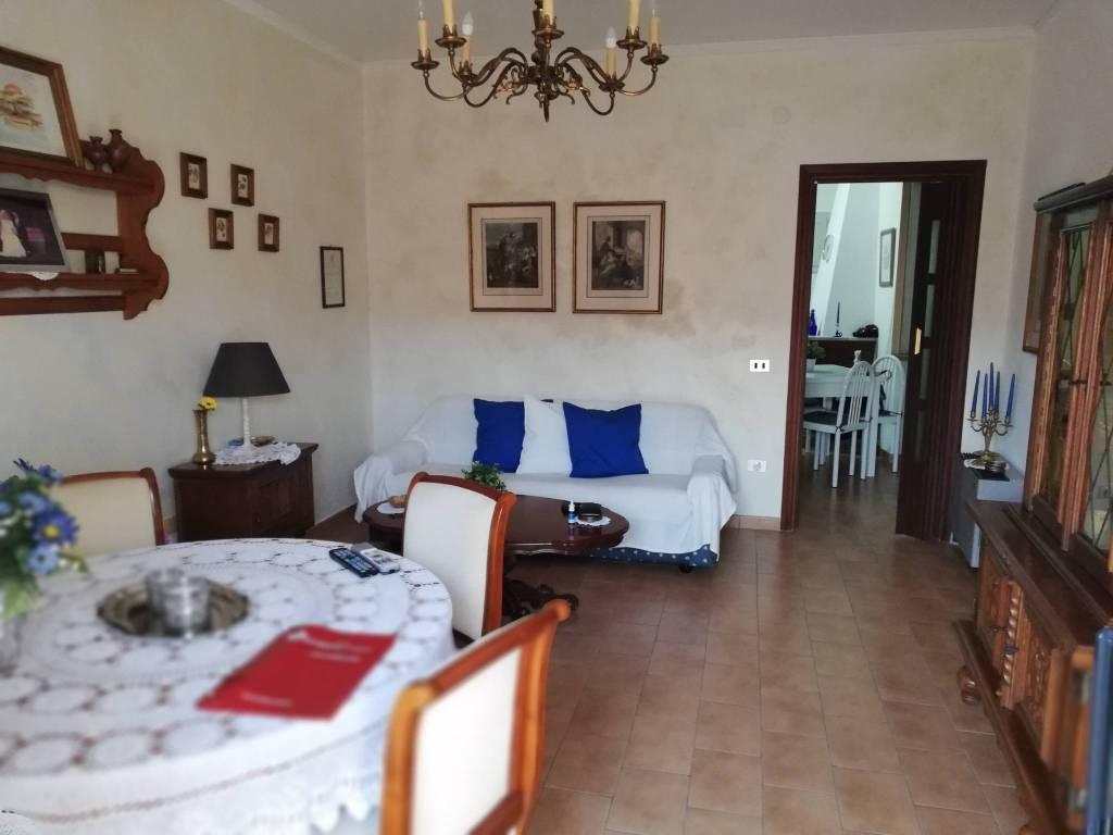 Appartamento in buone condizioni in vendita Rif. 7872331