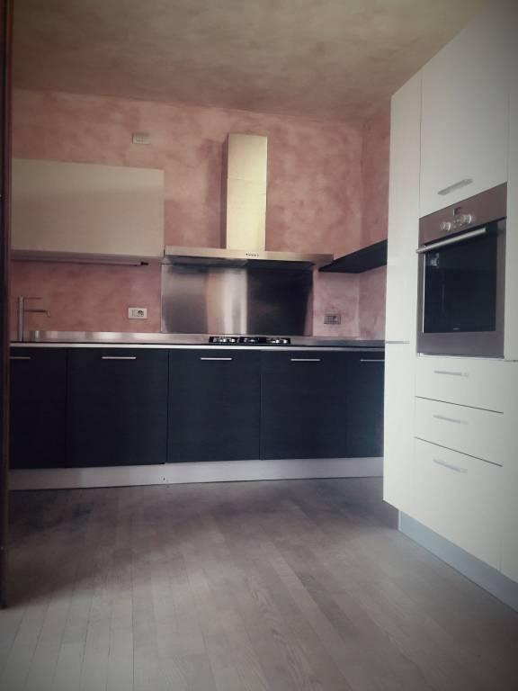 Appartamento in ottime condizioni parzialmente arredato in vendita Rif. 7875203