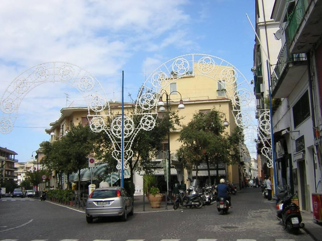 appartamento piano di Sorrento affaccio in piazza