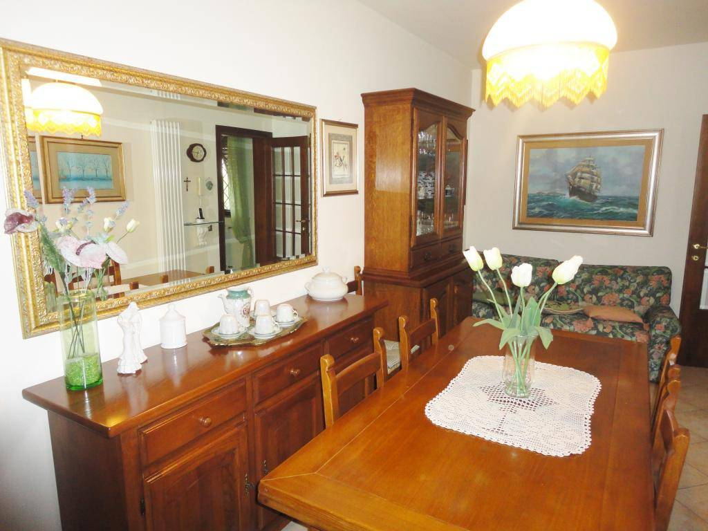 Villetta a schiera in buone condizioni in vendita Rif. 7869976