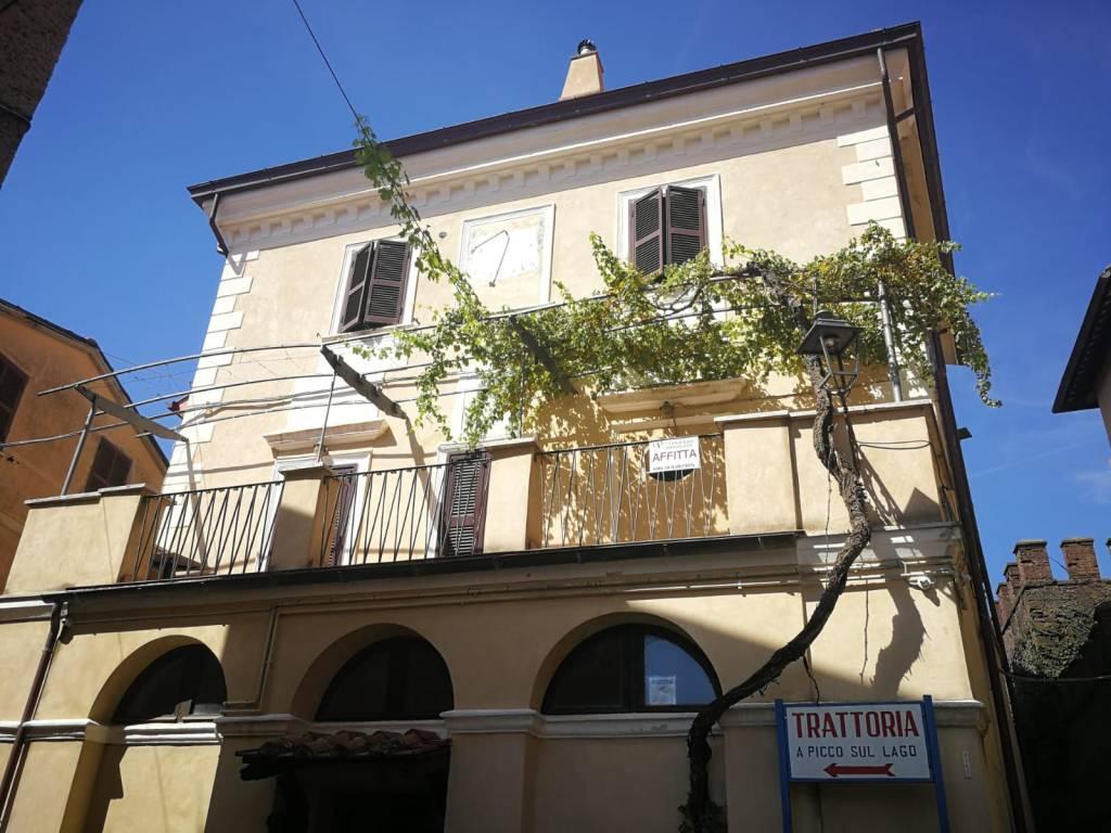 Appartamento in buone condizioni parzialmente arredato in affitto Rif. 7135476