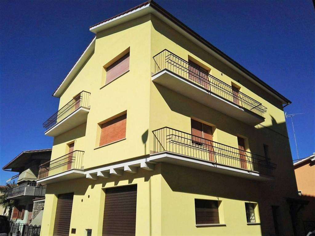 Appartamento in buone condizioni in vendita Rif. 9153353