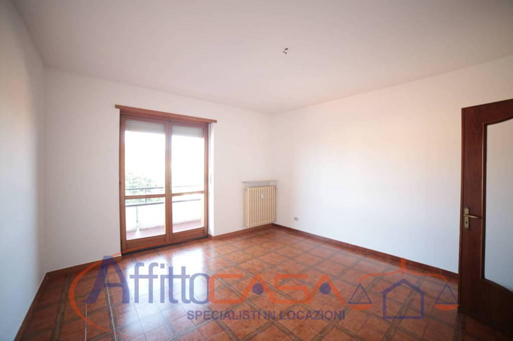 Appartamento in buone condizioni in affitto Rif. 7875211
