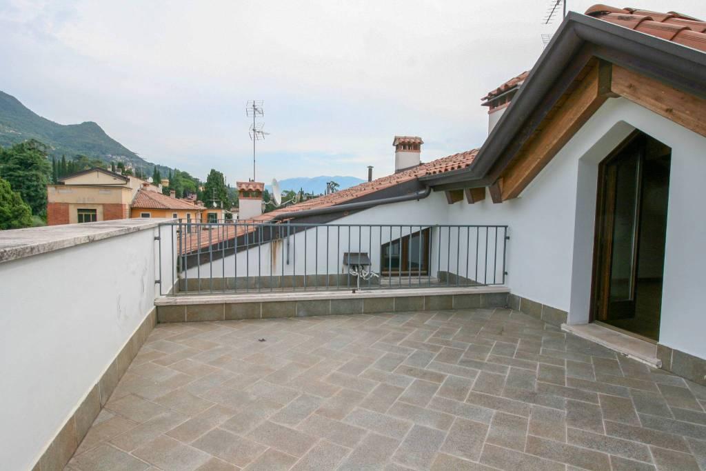 Appartamento con terrazzo Gardone Riviera