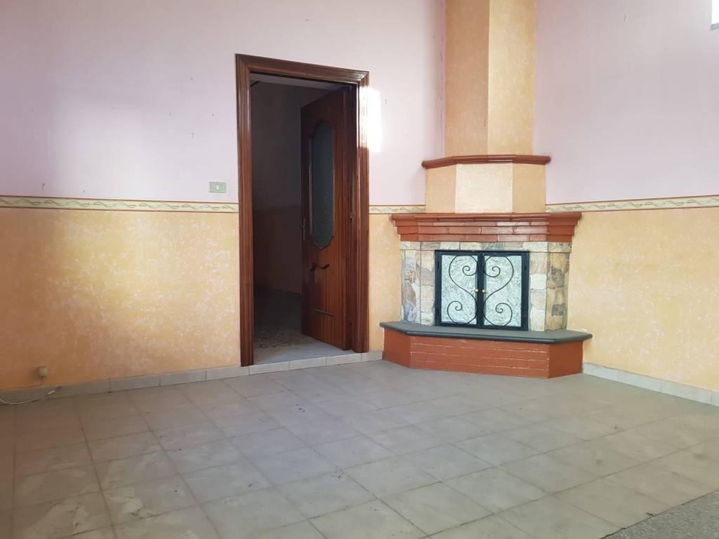 Appartamento da ristrutturare in vendita Rif. 7887965