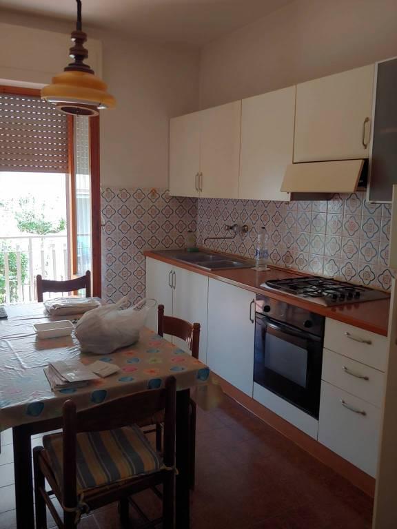 Appartamento in buone condizioni parzialmente arredato in affitto Rif. 7890626