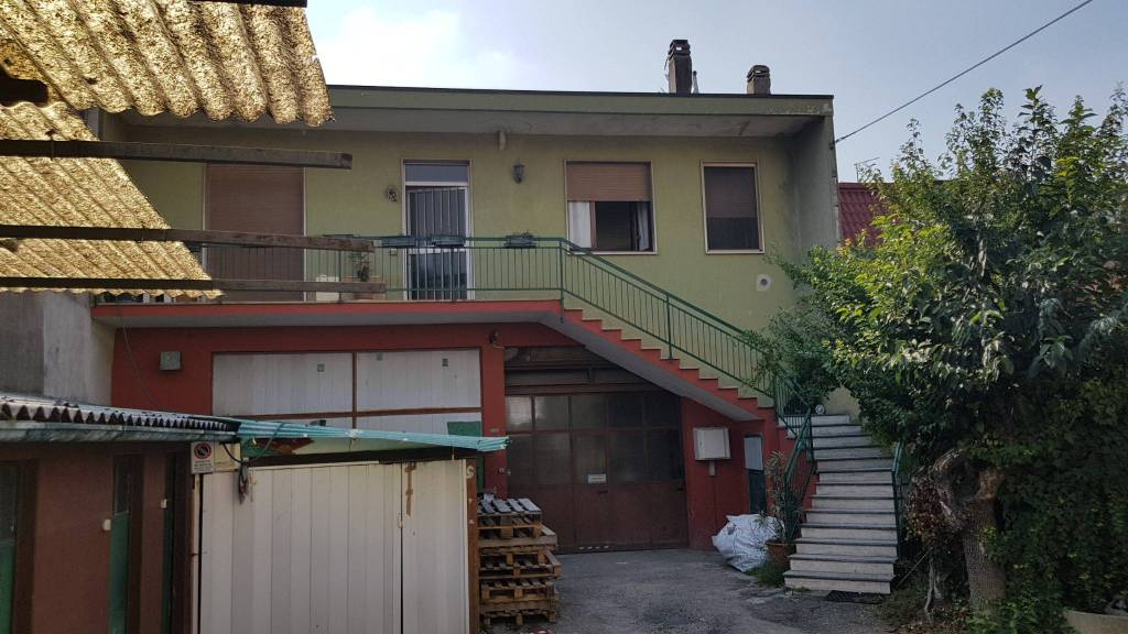 Appartamento da ristrutturare in vendita Rif. 7891584