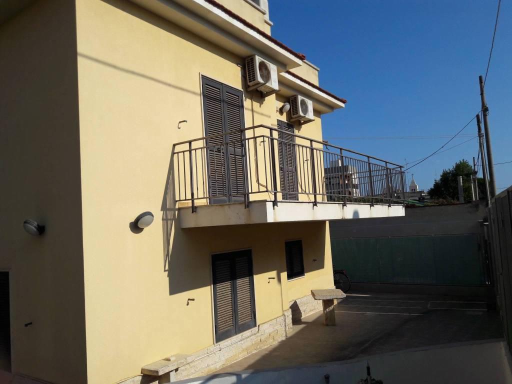Villa in buone condizioni in affitto Rif. 7890642