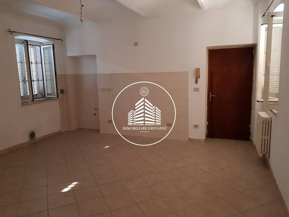 Appartamento in buone condizioni in affitto Rif. 7890032