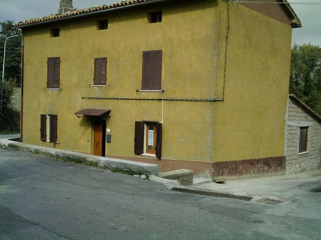 Rustico / Casale in buone condizioni arredato in vendita Rif. 7888799