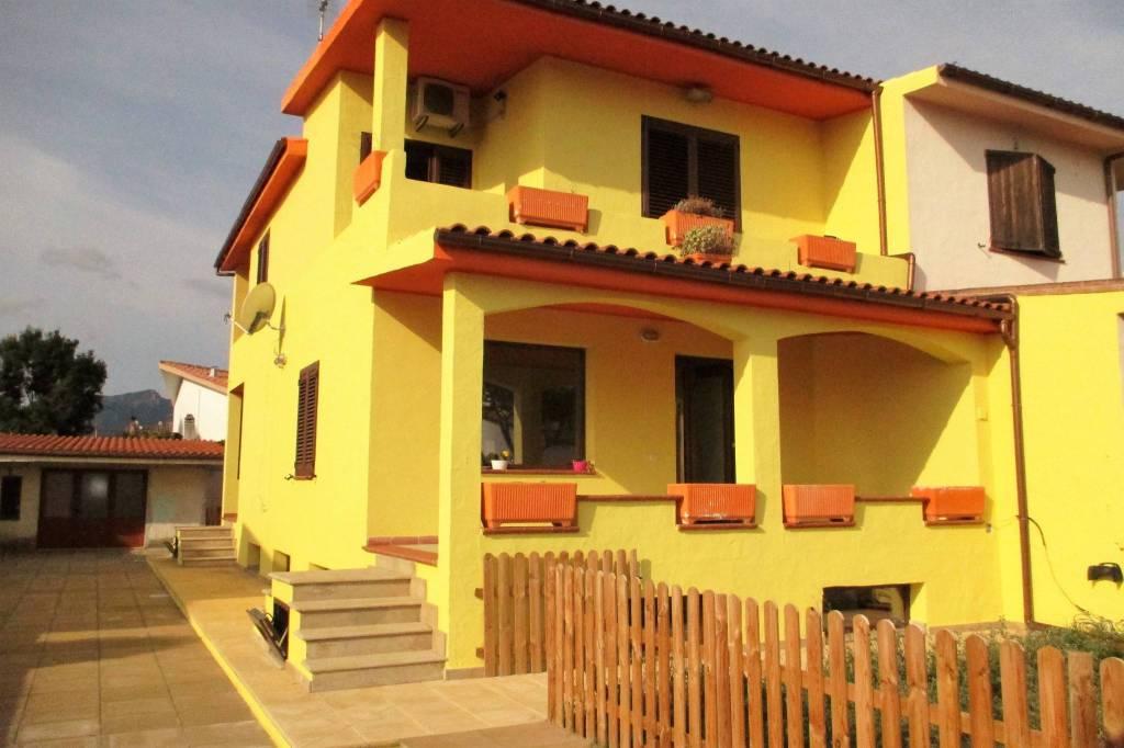 Villa in ottime condizioni parzialmente arredato in vendita Rif. 7893350