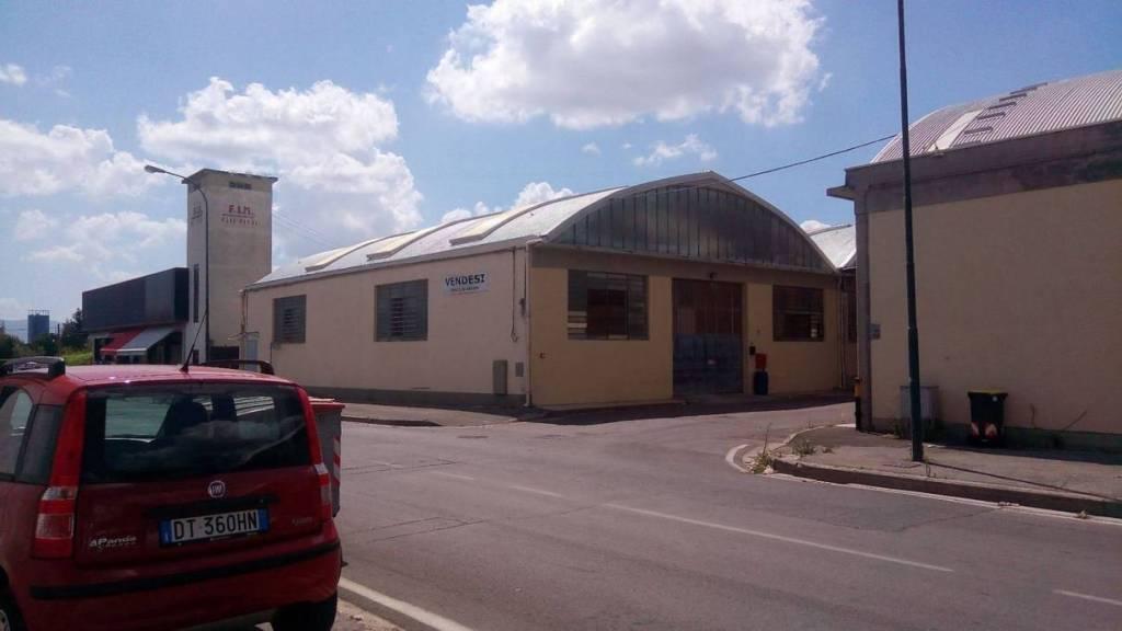 Magazzino - capannone in affitto Rif. 8187198
