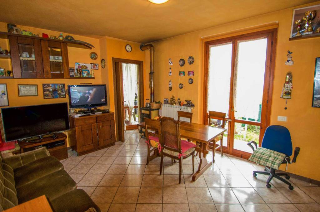 Appartamento in buone condizioni in vendita Rif. 7060846