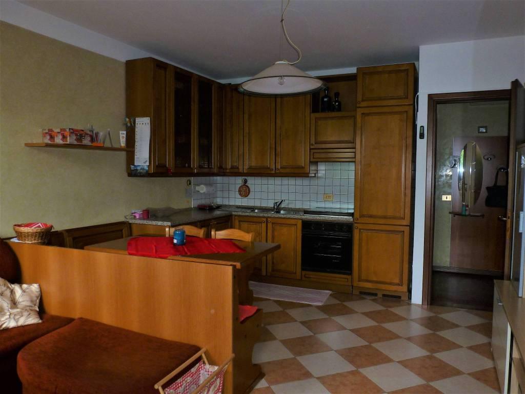 Appartamento in buone condizioni arredato in vendita Rif. 7890805