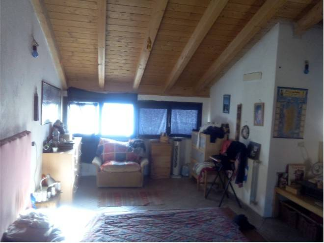 Appartamento in buone condizioni in vendita Rif. 7893335