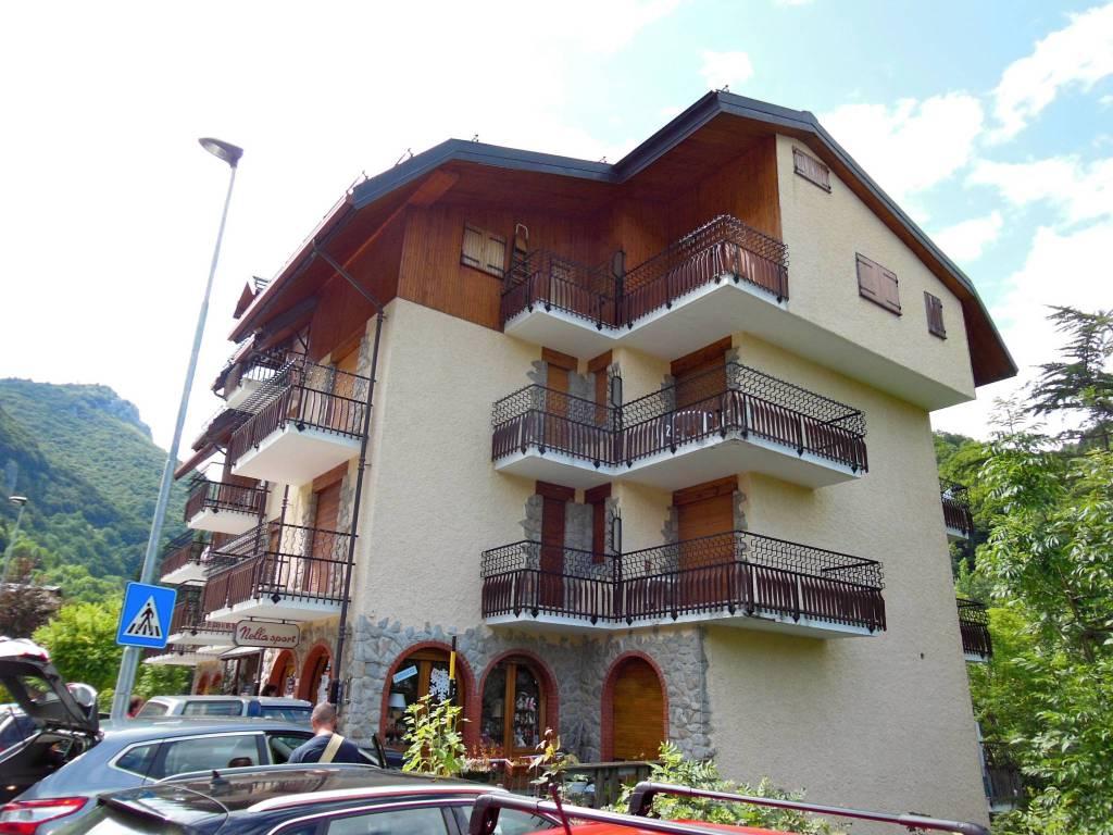 Appartamento in buone condizioni arredato in vendita Rif. 7889335