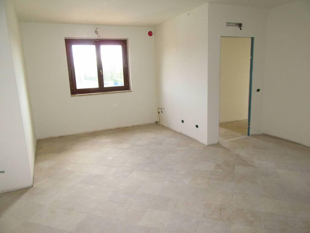 Appartamento in ottime condizioni in affitto Rif. 7780569