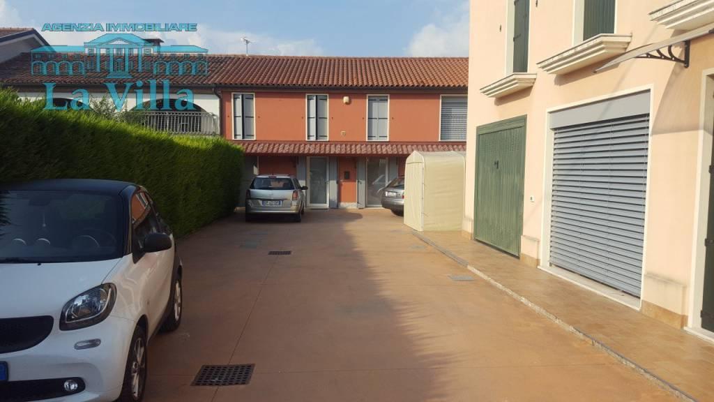 Appartamento in ottime condizioni arredato in vendita Rif. 7890036