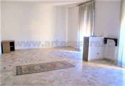 Appartamento in buone condizioni in affitto Rif. 7889056