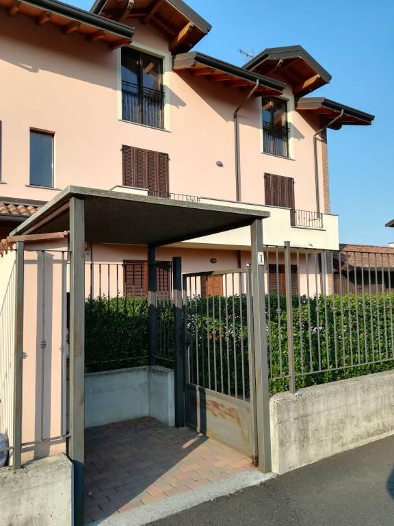 Appartamento in buone condizioni in vendita Rif. 8640725