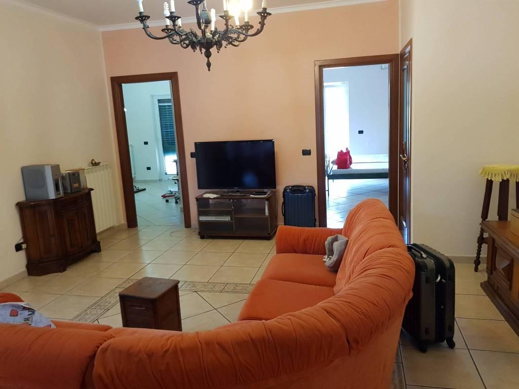 Appartamento in ottime condizioni arredato in affitto Rif. 7889765