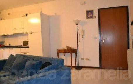 Appartamento in buone condizioni arredato in affitto Rif. 7890759
