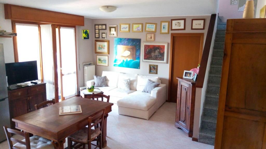 Appartamento in buone condizioni in vendita Rif. 7887907
