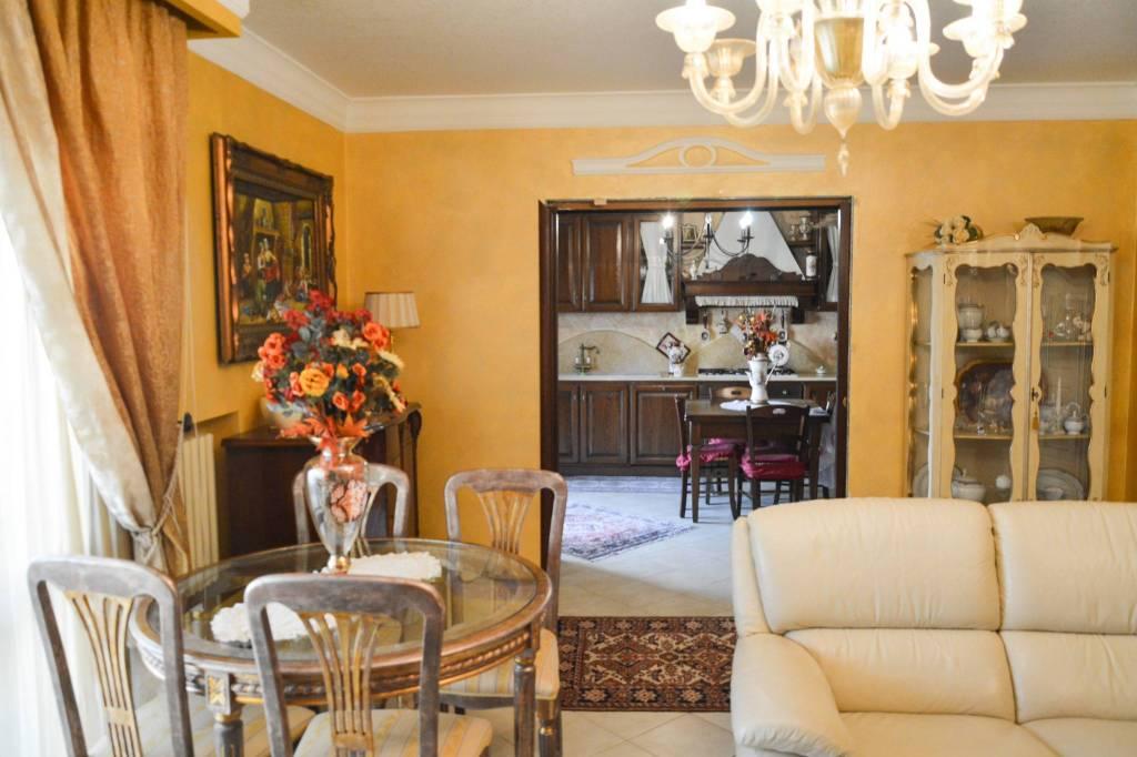 Appartamento in ottime condizioni in vendita Rif. 7892556
