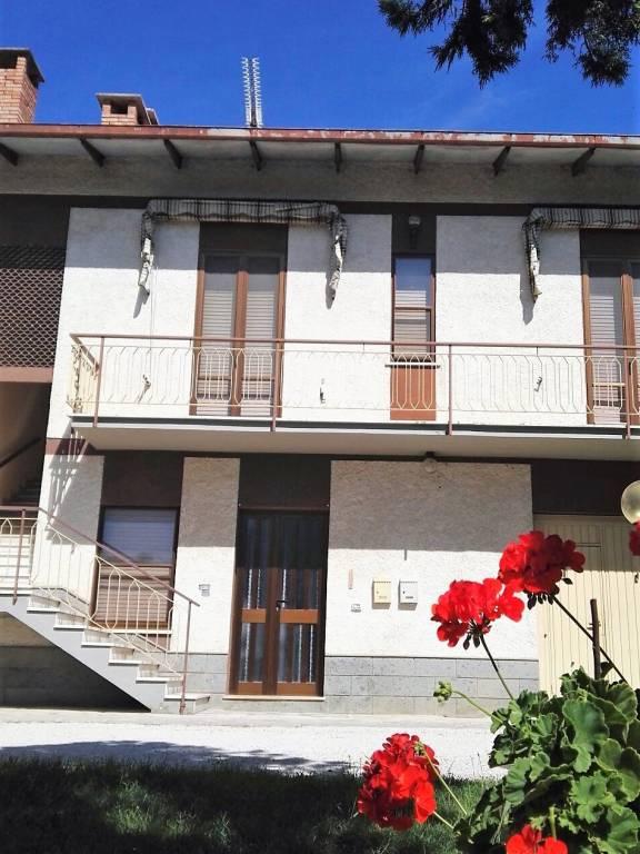 Appartamento in buone condizioni arredato in affitto Rif. 9153354