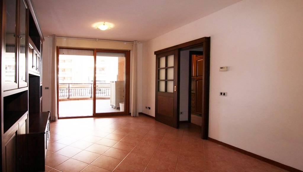 Appartamento in buone condizioni in affitto Rif. 7900938