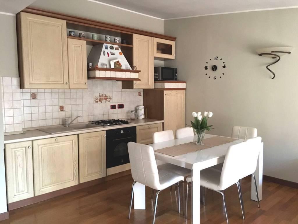 Appartamento in ottime condizioni parzialmente arredato in vendita Rif. 7899824