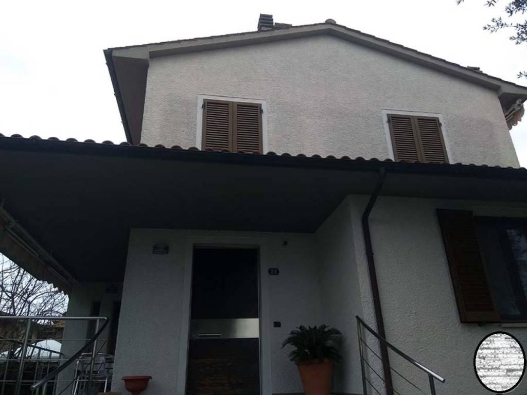 Appartamento in buone condizioni in vendita Rif. 7901598