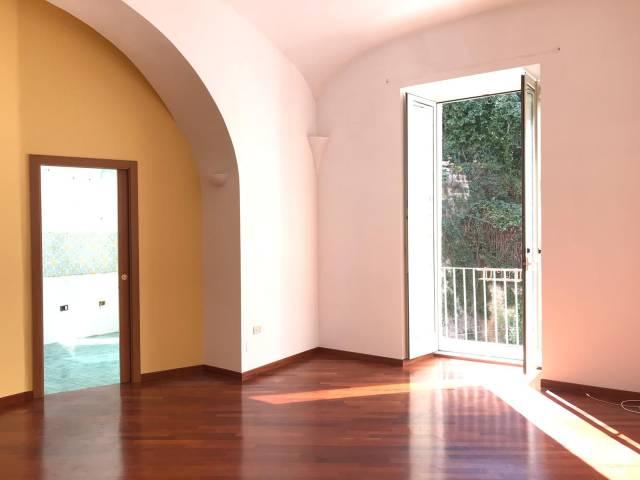 Appartamento in vendita 3 vani 105 mq.  corso Vittorio Emanuele 432 Napoli