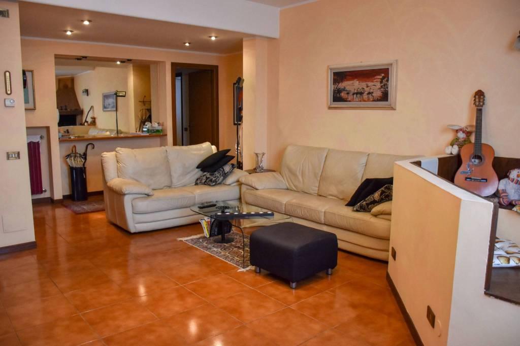 Appartamento in ottime condizioni in vendita Rif. 7901083